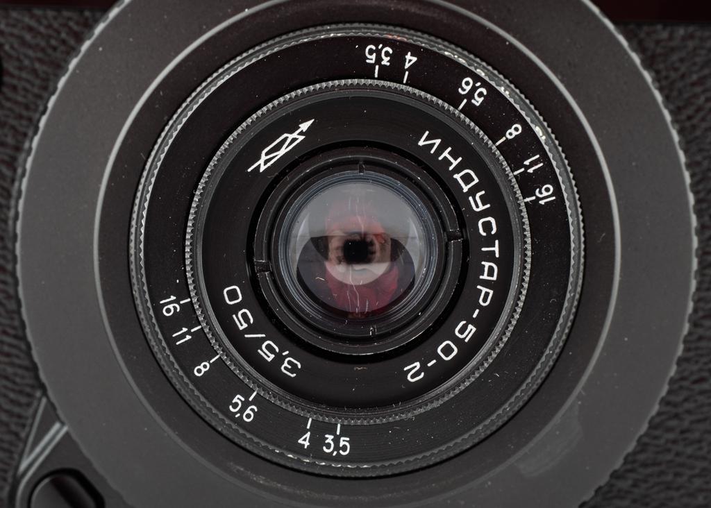 best service 3ac35 6e344 Denna optik är pytteliten och löjligt billig, 65 gram och kostar oftast  100-200kr. Det är en 50mm f 3,5 rysk Tessarkopia och den har 4 element i 3  grupper.